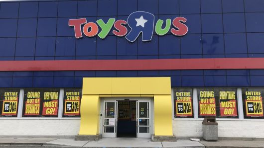 "Toys""R""Us Canada donates more than 700,000 toys to Canadian toy drives this holiday season"